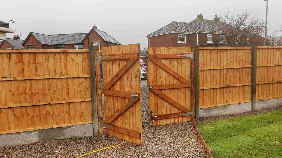 Custom built gate, Leyland