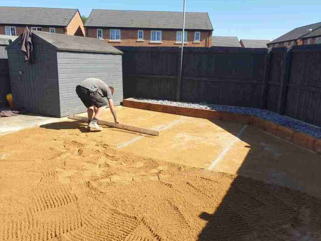 Levelling sand for artificial grass