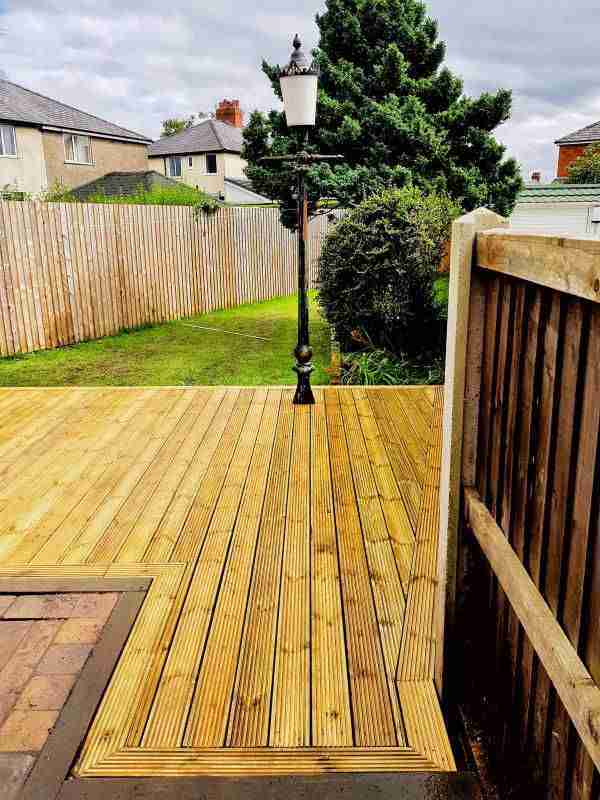 Light wood decking with an old style lamppost in embedded