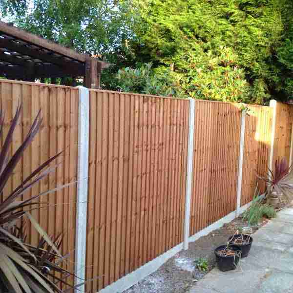 Close board fence with concrete base plates