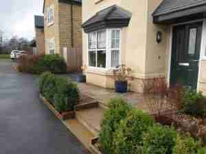 Low maintenance front landscape garden