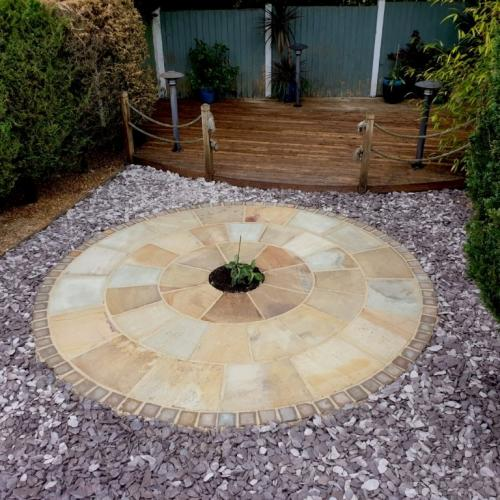 Paving circle and slate gravel